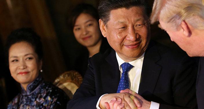 Presidente chines, Xi Jinping, durante encontro com Donald Trump na Fórida, 6 de avril de 2017