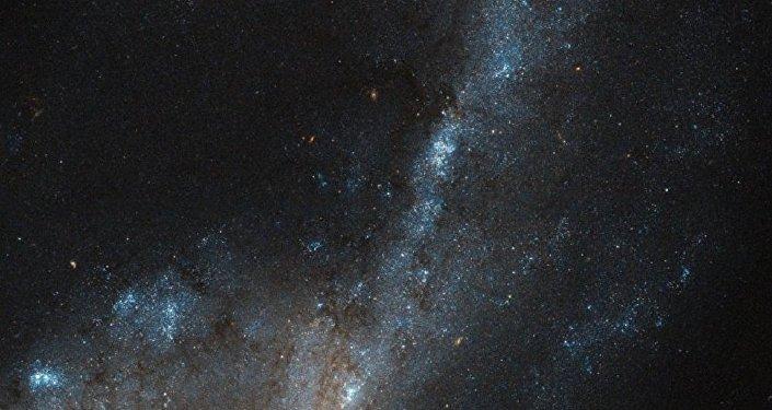 Galáxia NGC 4536 na constelação de Virgo