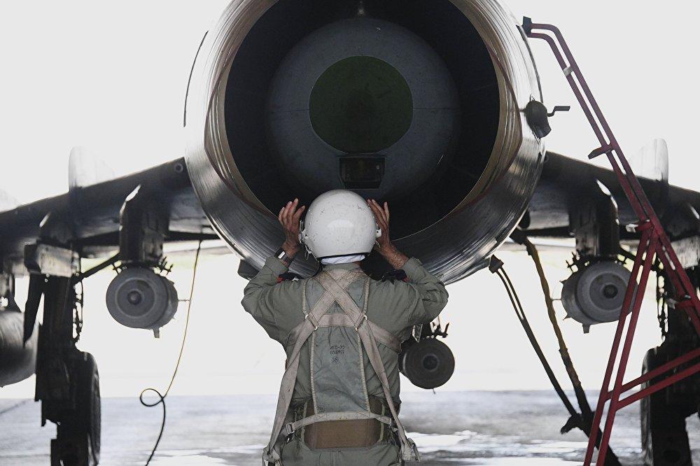 O ataque destruiu oito hangares e todo o equipamento militar que estava dentro, mas não danificou caças nem pista de pouso