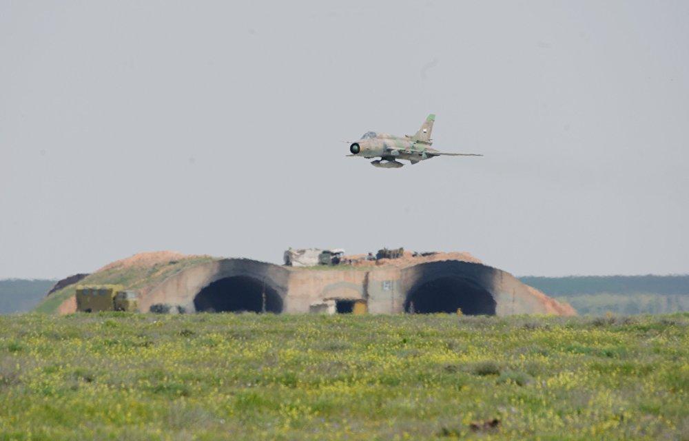O governador de Homs, Talal al-Barazi, informou que pelo menos sete pessoas foram assassinadas, incluindo dois civis da aldeia, localizada nos arredores da base aérea