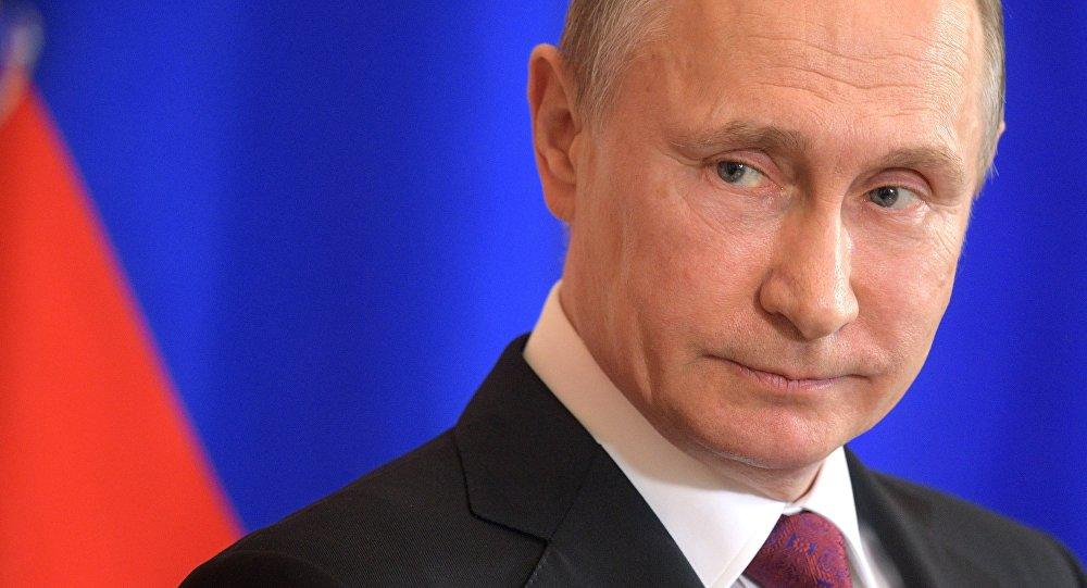 Presidente rússo, Vladimir Putin, duranta coletiva de imprensa conjunta com Sergio Mattarella, presidente da Itália