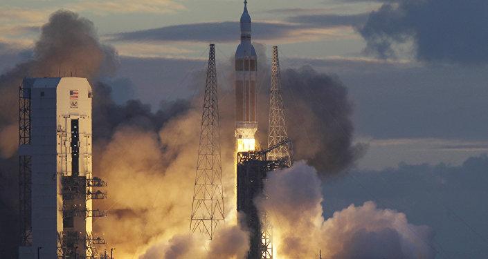Cápsula da Orion(NASA) no topo dos elevadores espaciais Delta IV