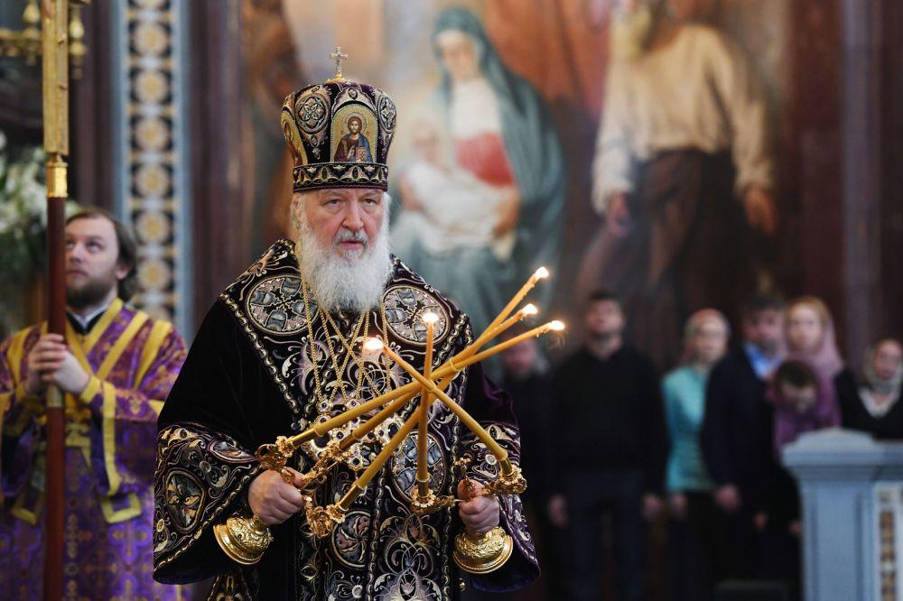Patriarca de Moscou e de Toda a Rússia Kirill durante a missa de Quinta-Feira Santa na Catedral de Cristo Salvador