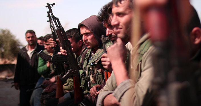 Combatentes das Forças Democráticas da Síria (FDS) ao norte da cidade de Raqqa, em 8 de março de 2017