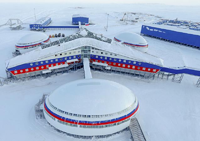 A base militar Trifólio Ártico foi construída nas ilhas Alexandre (um conjunto de pequenas ilhas desabitadas da Terra de Francisco José, no Ártico Russo)