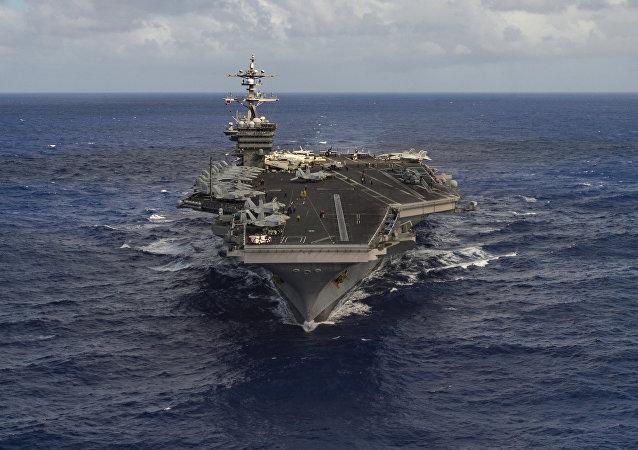 Porta-aviões dos EUA Carl Vinson no oceano pacífico, em 30 de janeiro de 2017