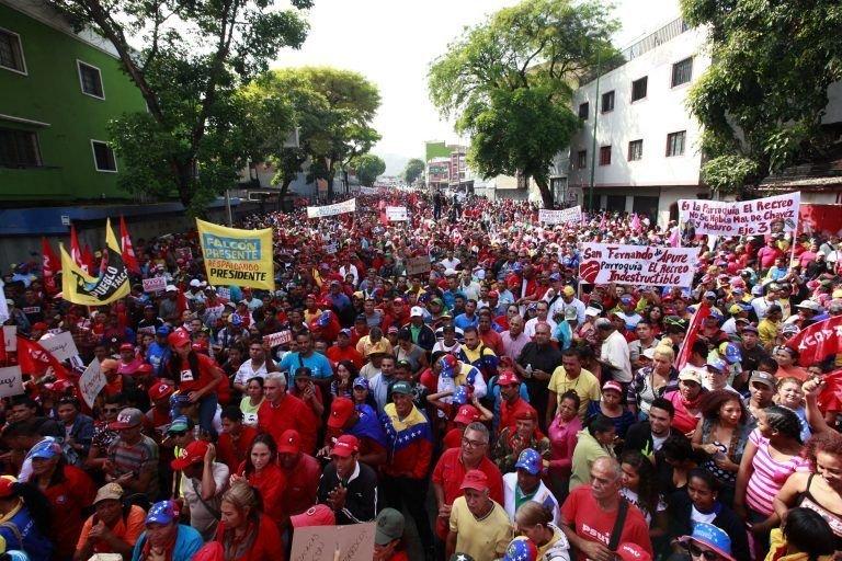Venezuelanos marcham em apoio a Nicolás Maduro em Caracas
