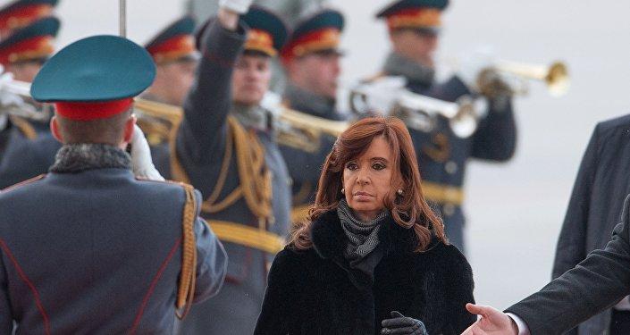 Presidente argentina Cristina Fernández de Kirchner chega a Moscou em 21 de abril de 2015