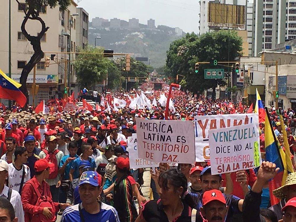 Manifestantes pedem paz para toda a região