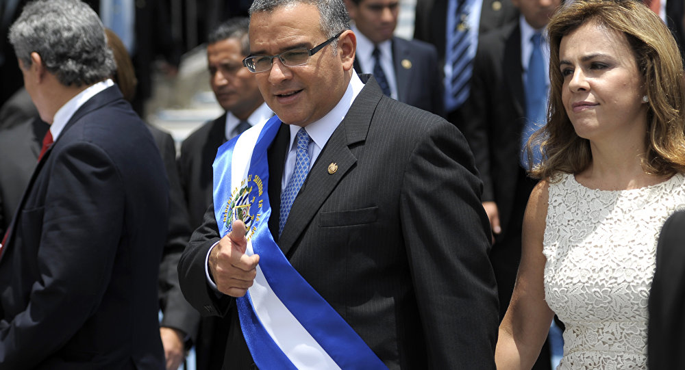 Mauricio Funes e a esposa brasileira Vanda Pignato