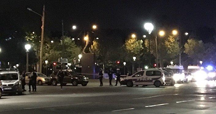 Polícia ocupa o centro de Paris após tiroteio na Champs-Elysées neste 20 de abril de 2017