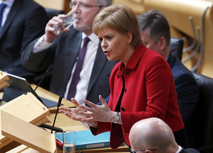A primeira-ministra da Escócia, Nicola Sturgeon, fala na Câmara no segundo dia do debate Escolha da Escócia sobre uma moção para solicitar à autoridade a realização de um referendo de independência.