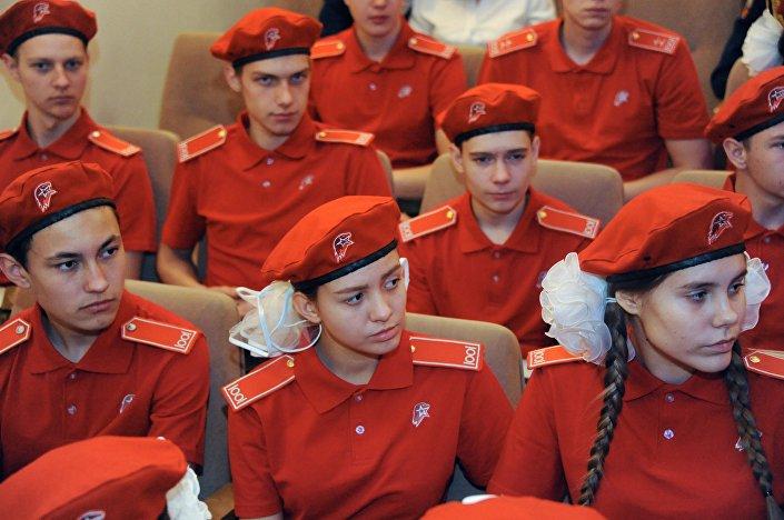 Membros do movimento Yunarmia, foto de arquivo