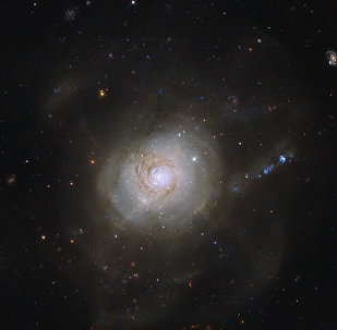 A galáxia superbrilhante NGC 7250