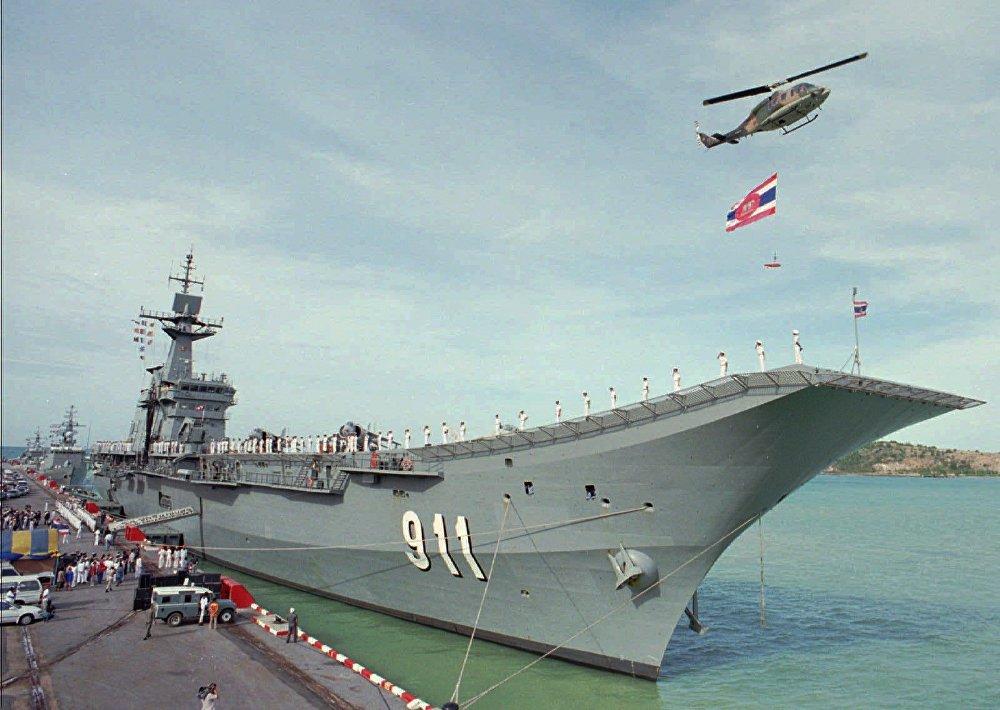 O HTMS Chakri Naruebet é o navio-almirante da Marinha Real Tailandesa. É o primeiro e único porta-aviões tailandês, cujo nome significa em homenagem da Dinastia de Chakri, a atual casa real do Reino da Tailândia. O design do navio lembra o navio espanhol Príncipe de Asturias e foi construído por um construtor naval espanhol. O porta-aviões participou de algumas operações de assistência a catástrofes naturais. Além disso, o navio realiza treinos durante um dia por mês e transporta a Família Real da Tailândia