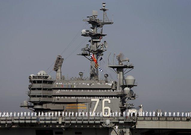 O porta-aviões da Marinha dos EUA Ronald Reagan da Classe Nimitz