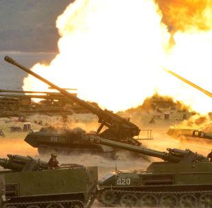 Manobras de artilharia em grande escala em homenagem do 85 ͦ aniversário do Exército Popular da Coreia do Norte