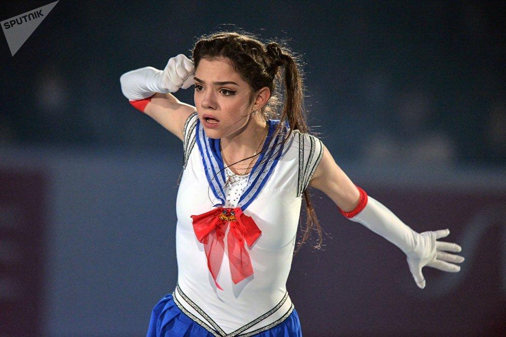 Yevgenia Medvedeva atuando no campeonato mundial de patinagem artística em equipas