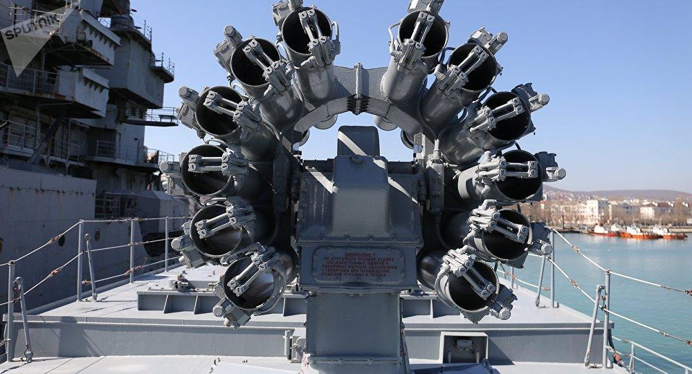 Mísseis Kalibr instalados na fragata Admiral Grigorovich