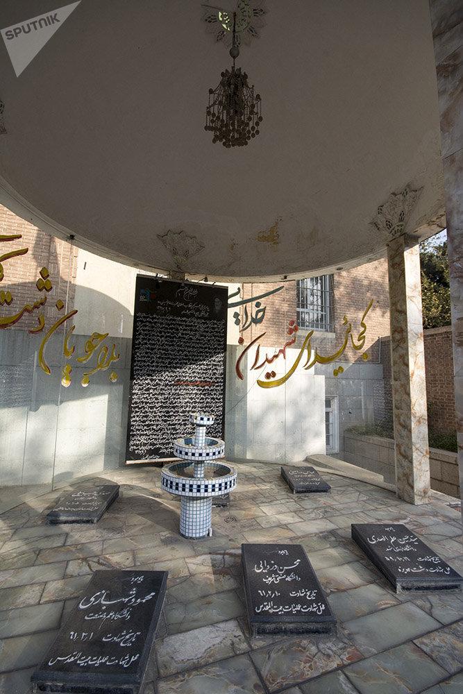 Lugar de enterramento dos estudantes iranianos que morreram durante a tomada da embaixada