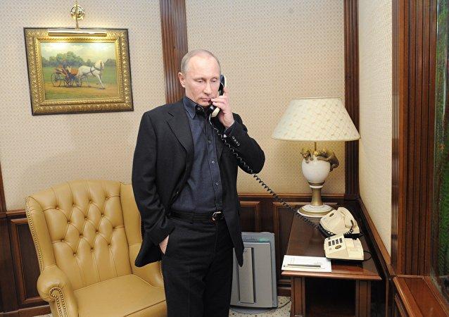Vladimir Putin, presidente da Rússia, conversou por telefone com o chefe de Estado dos EUA, Donald Trump, nesta terça-feira