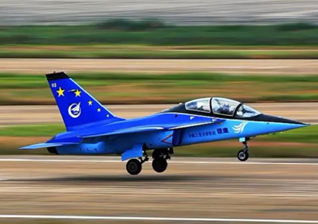 Avião de assalto modernizado L-15B