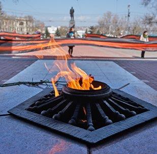Ação Fitinha de São Jorge se dá perto da Chama Eterna na Praça Nakhimov em Sevastopol, em maio de 2017