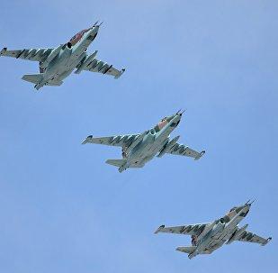 Aeronaves russas Su-25SM durante a Parada da Vitória em Moscou, 9 de maio de 2015