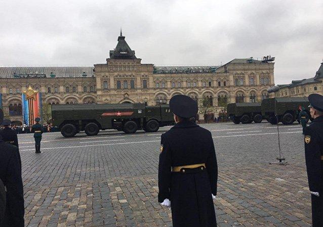 Complexos Iskander-M são vistos na Praça Vermelha de Moscou durante o desfile da Parada da Vitória de 9 de maio de 2017