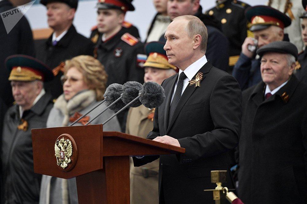 O presidente russo, Vladimir Putin, antes de começar seu discurso durante a Parada da Vitória 2017, na Praça Vermelha, em Moscou