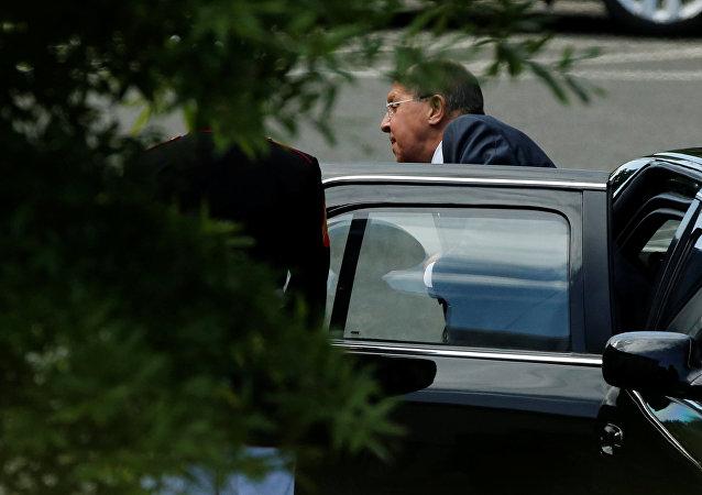 O chanceler russo Sergei Lavrov chegando para se encontrar com o presidente dos EUA, Donald Trump, 10 de maio de 2017