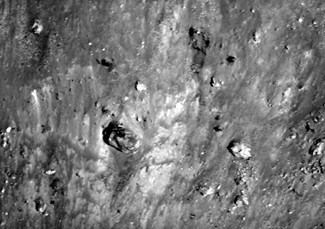 Tanque extraterrestre na superfície da Lua
