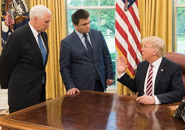 Donald Trump, Michael Pense e Pavel Klimkin, 10 de maio de 2017, Casa Branca