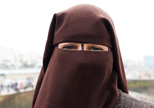 Uma mulher vestindo niqab em Casablanca, Marrocos (foto de arquivo)