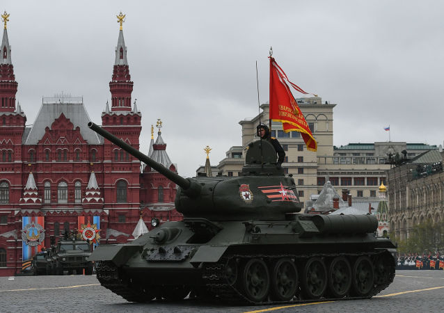 Tanque T-34-85 na Parada da Vitória na Praça Vermelha, no coração da capital russa (imagem referencial)