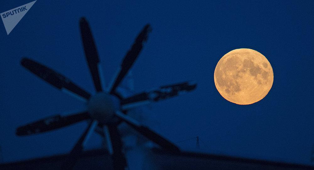 Lua vista desde a zona Noroeste de Moscou