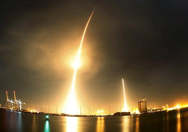 Lançamento do Falcon 9 da SpaceX, realizado em dezembro de 2015 (Arquivo)