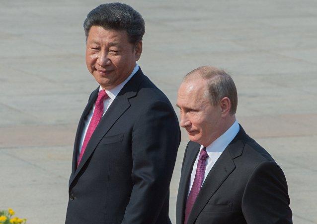 Presidente chinês Xi Jinping e o presidente russo Vladimir Putin durante a sua visita oficial à China, Pequim, China, 25 de junho de 2016