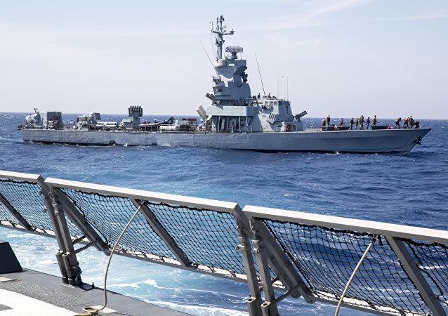 Navio Saar 4.5 da Marinha de Israel durante treinamento no mar Mediterrâneo, 4 de abril de 2017 (imagem de arquivo)