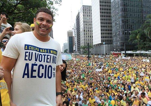 Ronaldo votou em Aécio em 2014
