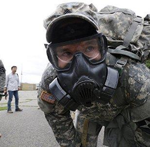 Militares do batalhão de guerra química do exército dos EUA numa base militar na Coreia do Sul