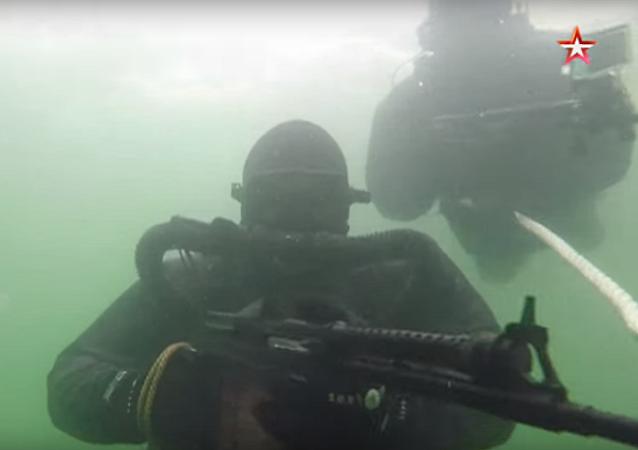 Mergulhadores militares russos em ação