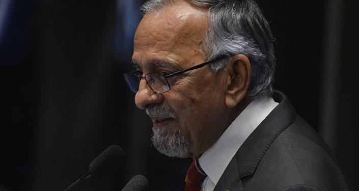 João Capiberibe no plenário do Senado, foto de arquivo