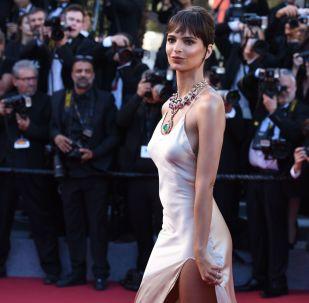 Cerimônia de abertura do 70º Festival de Cinema de Cannes. Na foto, a modelo Emily Ratajkowski
