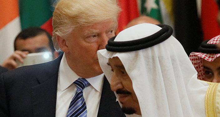O presidente dos EUA, Donald Trump, com o rei saudita Salman bin Abdulaziz Al Saud em Riad, Arábia Saudita, em 21 de maio de 2017