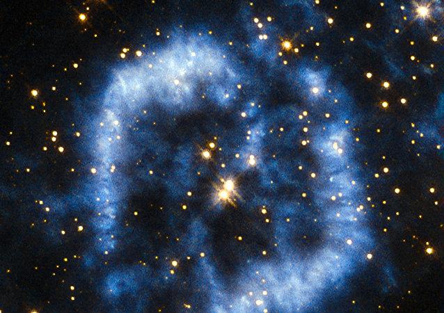 Hubble captura estrela envelhecida se despedindo