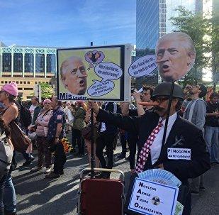 Donald Trump é chamado de mentiroso por manifestante em Bruxelas