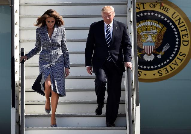 Donald Trump, presidente dos EUA, com sua esposa, Melania Trump, chegam a Bruxelas