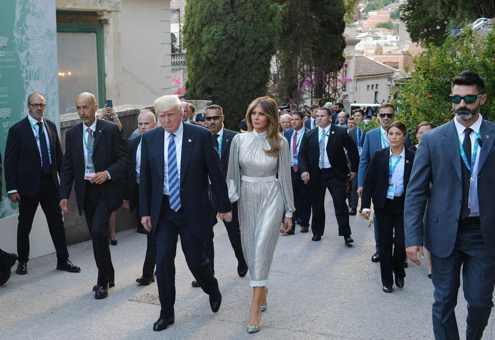 O presidente dos EUA Donald Trump, com sua esposa Melania, na Sicília durante sua viagem oficial ao estrangeiro