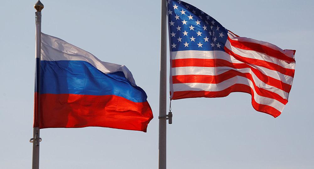 Bandeiras da Rússia e dos EUA